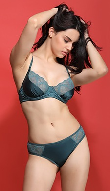 Set Of Underwired Bra & Mid Waist Bikini With An Eye Mask